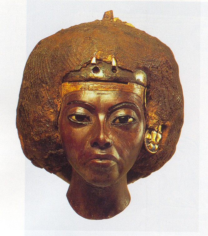 Tiye-same-statue-as-above-Agyptisches-Museum-Berlin.jpg